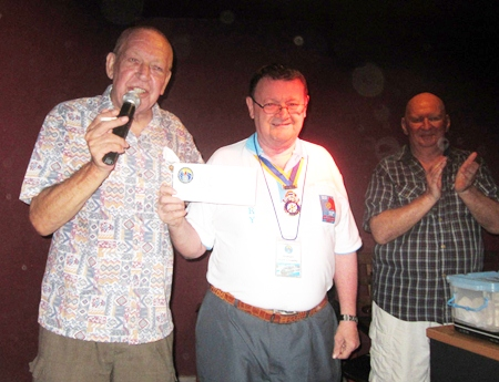 Graham Hunt-Crowley donated 5,000 baht to the fund.