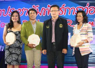 (L to R) Rungratree Thongsai, Narong Khummnaee, Deputy Mayor Wutisak Rermkitkarn, and Phraiwan Hongsa thank the judging committee for their time.