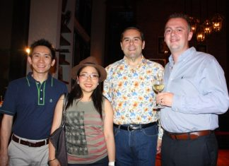 (L to R) Bunthit Rajtboriraks (Senior Associate, KGD Architecture), Yuwathida Jeerapat (MD, Hotel J Pattaya), Ross Edward Marks (Vice President of Central Food Retail Co., Ltd.) and Garth Solly (General Manager of Holiday Inn Pattaya).
