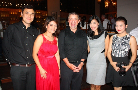 (L to R) Thanagon Poungbubpchart (Public Relations and Marketing Communications Manager), Massiri Chaleewan (Food and Beverage Manager of Holiday Inn Pattaya), Paul Strachan, Chutima Konfai (Director of Sales) and Juthamard Boonchiwudtikun (PR Executive of Holiday Inn Pattaya).