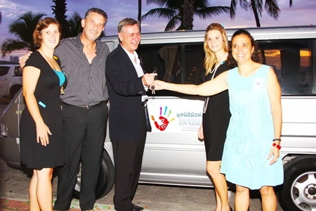 Nigel Cornick, CEO Kingdom Property hands over the keys to a Mercedes Benz Van to Marge Grainger for the Hand-to-Hand Foundation in Pattaya.