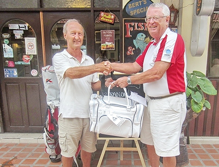 Dick Warberg (right) presents the MBMG Group Golfer of the Month award to Daryl Evans.