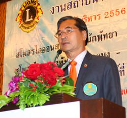 Outgoing District Gov. Vichai Chooncharoen leads board members in saying their farewells, passing on the torch to newly elected officers.