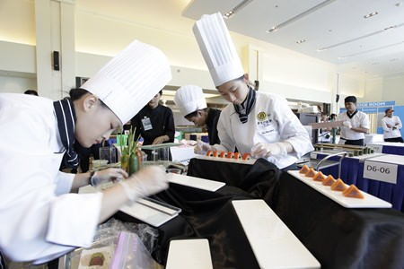 Young chefs from Jinwen University of Science & Technology work hard designing food in the Tapas Display Competition.
