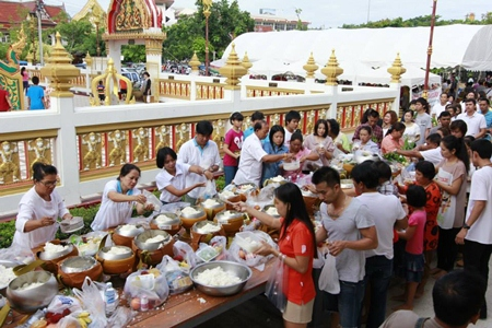 Citizens perform Tak Bat, offering alms to monks at Wat Nongyai. The temple was filled with the faithful from morning till night.