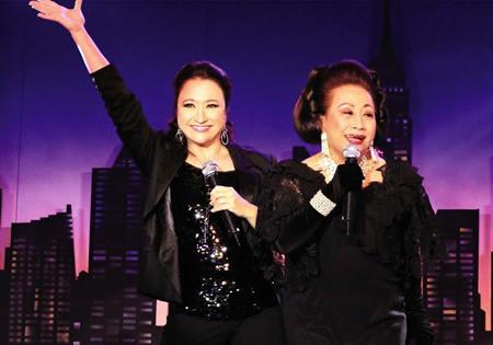 Like mother, like daughter, sensational!