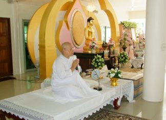 """More than 1,000 Chonburi residents chanted the """"Itipiso"""" for three days and nights to mark Asalaha Bucha Day and the start of Buddhist Lent."""