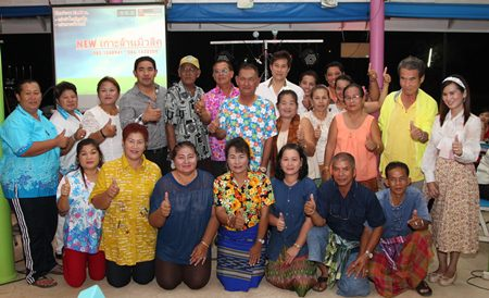 Koh Larn residents receive advice on physical and mental health.