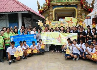 Sarun Tuntijumnun, Vice President and Theeraporn Chitnawa, Shopping Center General Manager for Central Pattana Public Company Limited, Pattaya Beach, along with employees, the Provincial Waterworks Authority, and Nong Plalai residents join forces to renovate toilets and beautify landscapes at Nongket Noi Temple.