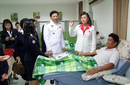 Wittaya Kunplome (center), president of Chonburi PAO, and Busarawadee Ekachai, from Chonburi's Red Cross, visit with citizens donating blood on Mother's Day in Chonburi.