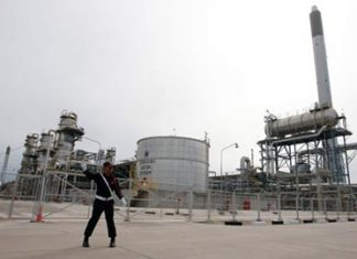 A lightning strike at PTT Plc's gas-separation plant in Maptaput is causing a nationwide LPG shortage.