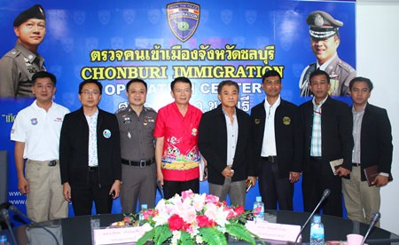 (From left) Pol. Col. Arun Promphan, Pattaya tourism police inspector, Sinchai Wattanasartsathorn, president of Pattaya Business and Tourism Association, Pol. Col. Chaiyot Varakjunkiat, superintendent of Chonburi immigration, and Sakchai Taengho, Banglamung district chief, along with invited guests discuss how the press affects Pattaya's image.
