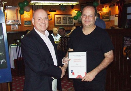 Graham Macdonald (left) presents a certificate of appreciation to Greg Watkins from the British Chamber of Commerce Thailand, who sponsored the first Gurkha Curry Night.