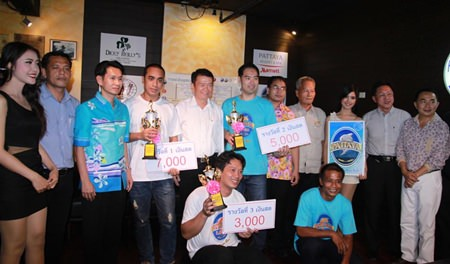Finalists of the 2013 Pattaya Hotelier Pool Championship pose with tournament organizers and dignitaries at the conclusion of the 2-week event.