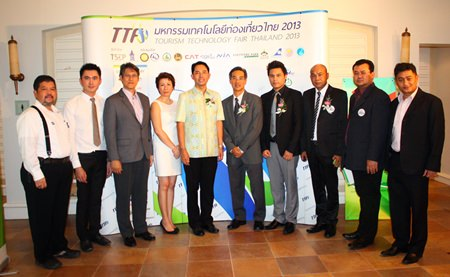 Mayor Itthiphol Kunplome (center) takes a commemorative photo with sponsors of the Tourism Technology Fair at the Dusit Thani Hotel, Pattaya.