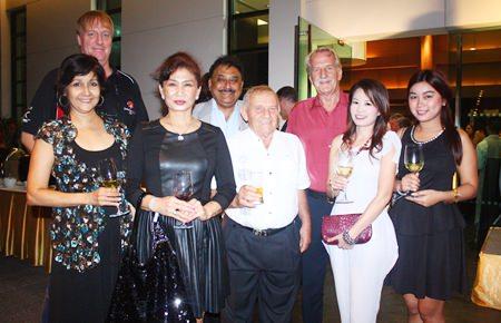 (L to R) Sue Kukarja, Dan Dorothy, Nittaya Patimasongkroh, Peter Malhotra, Bernie Tuppin, William Macey, Praichit Jetpai and Sutsa Porn sample the pre-dinner wine together.