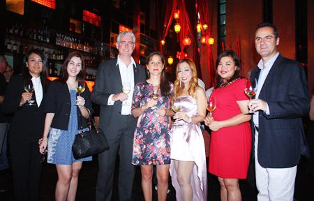 (L to R) Yaowaluck Bumrungthum, Restaurant Manager of Mantra, Thanyarat Skunasingha, Marketing Coordinator of Siam Winery Trading Plus Co., Ltd., Brendan Daly, General Manager of Amari Orchid Pattaya, Anaïs Marmonier, Regional Marketing Assistant Manager, VCT Group of Wineries Asia Pte., Ltd., Supparatch Piyawatcharapun, Social Director of Mantra, Koonlapatporn Intalasing, On Premise Executive of Siam Winery Trading Plus Co., Ltd. and Richard Margo, Resident Manager of Amari Orchid Pattaya.