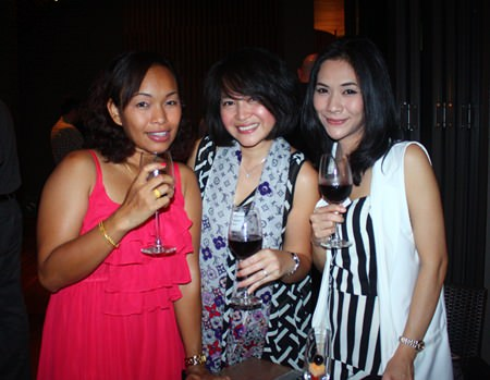 (L to R) Udaporn Phookduang, Dept. Secretary of Thai Houghton 1993 Co., Ltd., Sumalee Marasri, Corporate Services Manager, Transpo International and Wasitti Chaiyong.