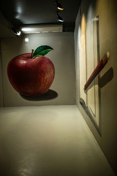 Art in Paradise, an illusion-art gallery where visitors get to be part of the paintings.