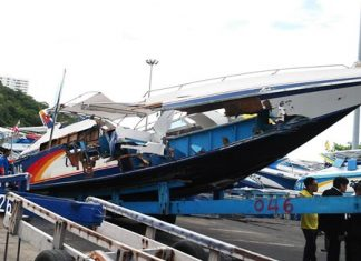 All that remains of the twin-engine Chok Suwanna 17 lays testament to still another major speedboat accident in Pattaya, which this time claimed the lives of 2 Chinese tourists and injured 8 more. This, just one week after authorities met with local tour boat operators to remind them of their safety responsibilities.
