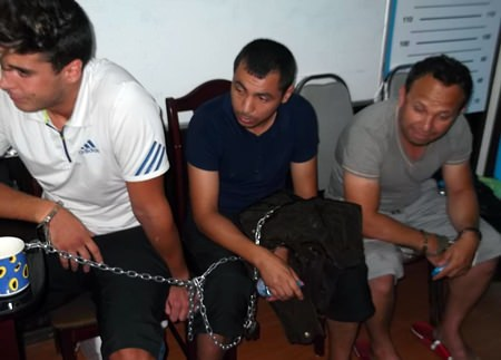 Three of the 5 French nationals arrested in Pattaya ATM scam chained up awaiting interrogation.