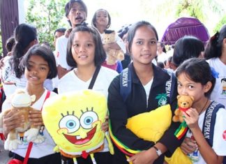 Youngsters show off the gifts they were given during the royally backed campaign against domestic violence hosted by the Pattaya Prosecutor's Office at the Alangkarn Theatre.