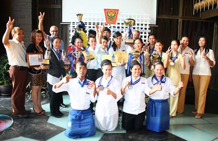 Robert John Lohrmann (back left, with glasses), general manager of Centara Grand Mirage Beach Resort Pattaya and hotel administrators pose for a commemorative photo with employees who had won awards in the Pattaya Food & Hotelier Expo and Pattaya Bartender Contest.