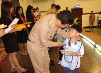 Vice Adm. Chainarong Charoenrak hands out one of the 220 scholarships to a deserving student.