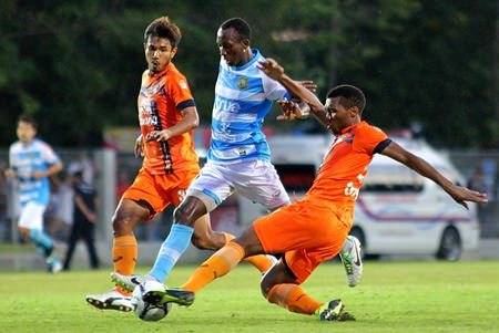 Pattaya United forward Efe Obode (center) is challenged by two Suphanburi defenders during their Thai Premier League fixture at the Nongprue Stadium in Pattaya, Sunday, Sept. 1. (Photo courtesy Pattaya United FC)