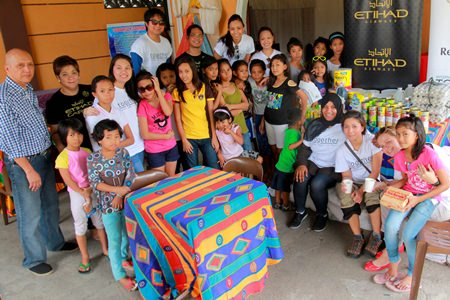 Etihad staff and volunteers visited the Ephesus Home for girls in Guiguinto Bulacan and handed out care packages of food items, clothing and blankets.