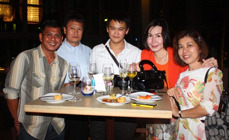 (L to R) Wirat Boonpang, Phetay Fuanfuangfoo, Food & Beverage Manager, Sutthichai Supapornpasupad, Purchasing Manager, Suchada Thovasakul, Operation Manager of TSIX5 Hotel and Jiraporn Tewachoo.