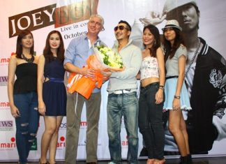 Brendan Daly, GM of Amari Orchid Pattaya (3rd left) gives a bouquet to Joey Boy following the rap & hip-hop star's Pattaya concert.