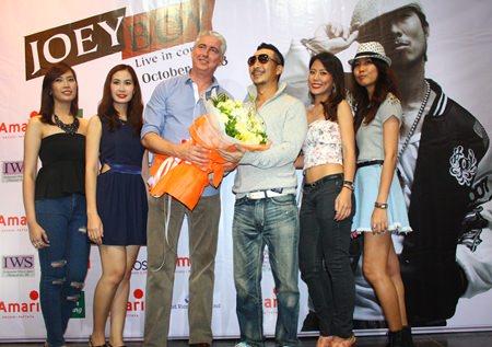 Brendan Daly, GM of Amari Orchid Pattaya (3rd left) gives a bouquet to Joey Boy following the rap & hip-hop star's Pattaya concert.