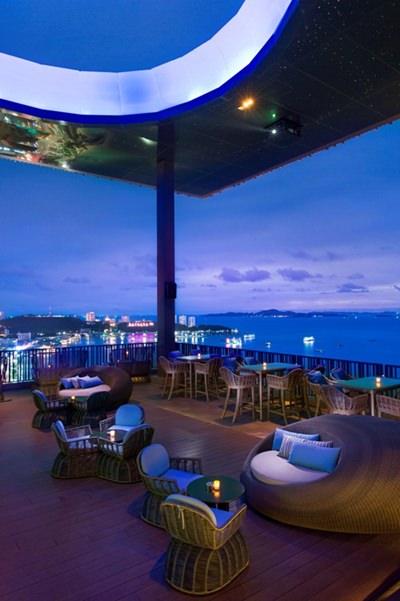Horizon Bar & Lounge.