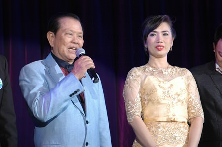 Dujduan Ruangvejtiwong (right), Director of Dance Studio, and Sansak Ngamphichet (left), the President of the Pattaya Business & Tourism Association, preside over the performance.