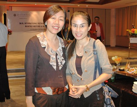 Holiday Inn Pattaya's Benchamat Phudthiradvittaya, senior sales manager (left) and Vassachol Khrueasan, senior sales manager.