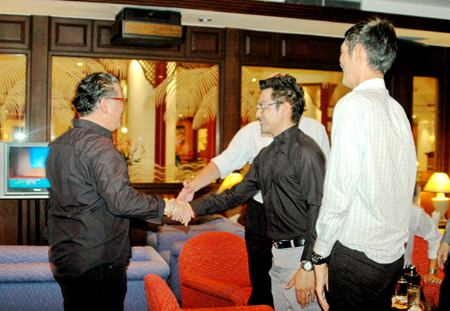 Jorge Carlos Smith (left) is greeted by Prayuth Thamdhum on his arrival.
