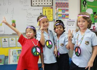 Primary students promoting peace!