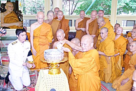 Phra Thep Suttajan, head of the province's monk committee and abbot of Khao Bangsrai Temple, begins the water-ablution ceremony for Supreme Patriarch Somdej Phra Nyanasamvara (inset), who headed Thailand's order of Buddhist monks for more than two decades. The Supreme Patriarch died of a blood infection Oct. 24 at Chulalongkorn Memorial Hospital in Bangkok, at age 100.