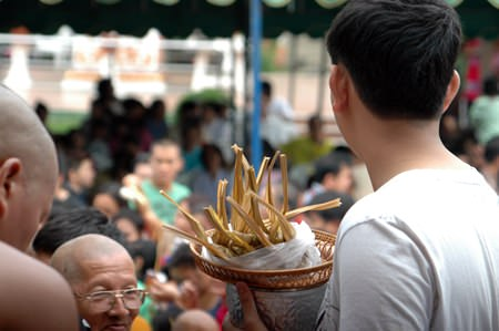 'Khao Tom Hang' or 'Luk Yon', a dish that Buddhists present to monks during Auk Pansaa.