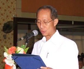 Gov. Khomsan Ekachai leads ceremonies to mark the 100th birthday of Thailand's Supreme Patriarch.
