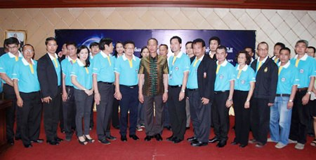 """Chonburi Gov. Khomsan Ekachai (center left) and Pattaya Mayor Itthiphol Kunplome (center right) meet with representatives of the 25 government agencies, public utilities and private groups who pledged to work together for the """"Pattaya Team"""" initiative."""