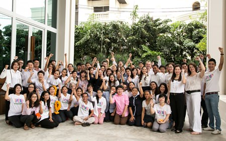 Holiday Inn management and staff celebrate the hotel's 4th anniversary in Pattaya.