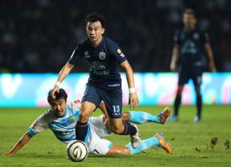 Buriram United's Jirawat Makarom (13) evades a challenge from Pattaya United's Kriangkhai Pimrat (17) during their Thai Premier League fixture at the New I-Mobile Stadium in Buriram, Sunday, Oct. 20. (Photo courtesy Buriram United F.C.)