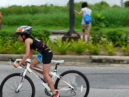Sarah-Michelle powers along during the cycling phase of her event.