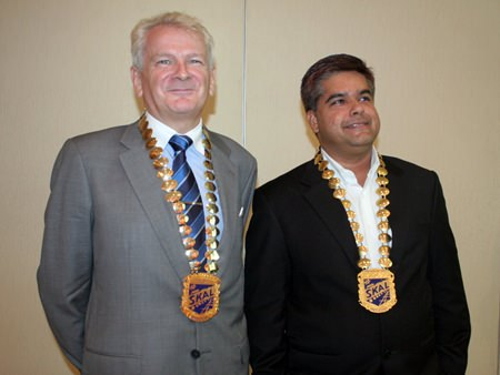 Andrew Wood (left), National President of Skål Thailand, shown here with Tony Malhotra, President of Skål Pattaya and the Eastern Seaboard, won a certificate of merit at the recent Skål International Congress in New York.