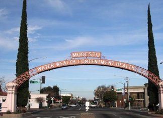 The Modesto Arch (Photo: Carl Skaggs)