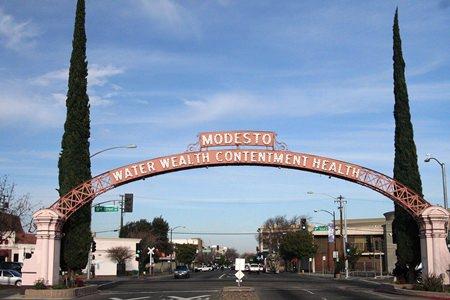 The Modesto Arch (Photo: Carl Skaggs)