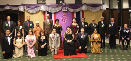 Awards recipients take part in a group photo session with HRH Princess Soamsawalee.