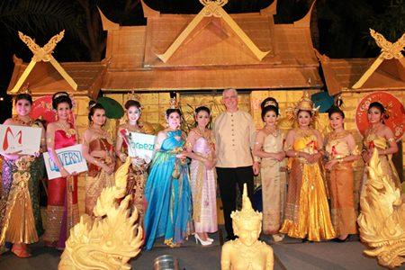 Amari Orchid Pattaya GM Brendan Daly (center) awards winners of the hotel's Nang Noppamas contest.